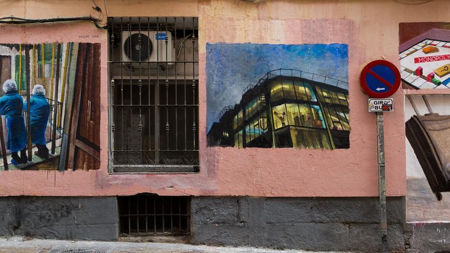 La obra de Yksuhc sobre Pollerías Herrero | PINTA MALASAÑA