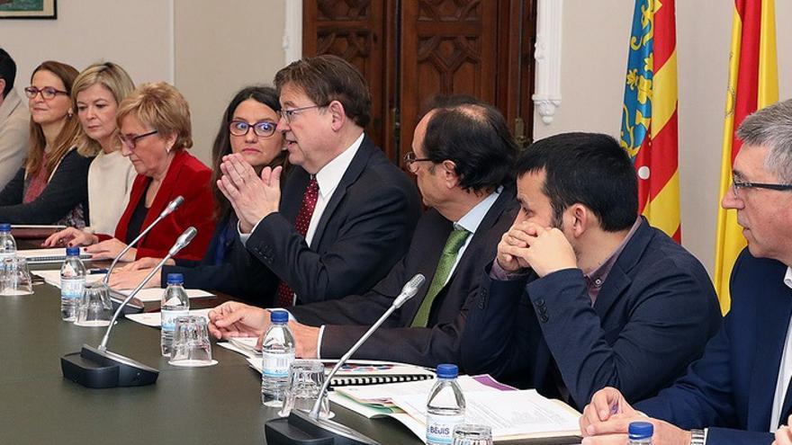 Ximo Puig, junto a miembros del Consell