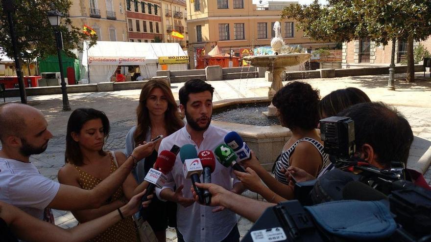 """Cs ve """"insostenible"""" la proliferación de manteros y acusa a los ayuntamientos de Madrid y Barcelona de """"no hacer nada"""""""