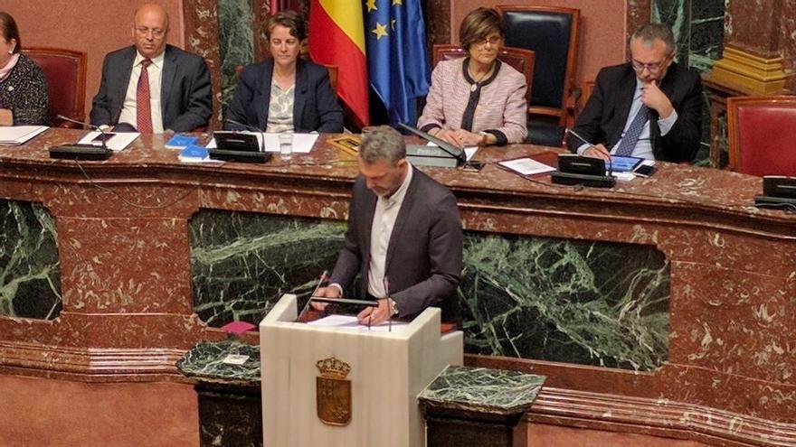 """Podemos vaticina un """"gobierno del pinganillo"""" en Murcia con un presidente copia del anterior """"pero sin pilas"""""""