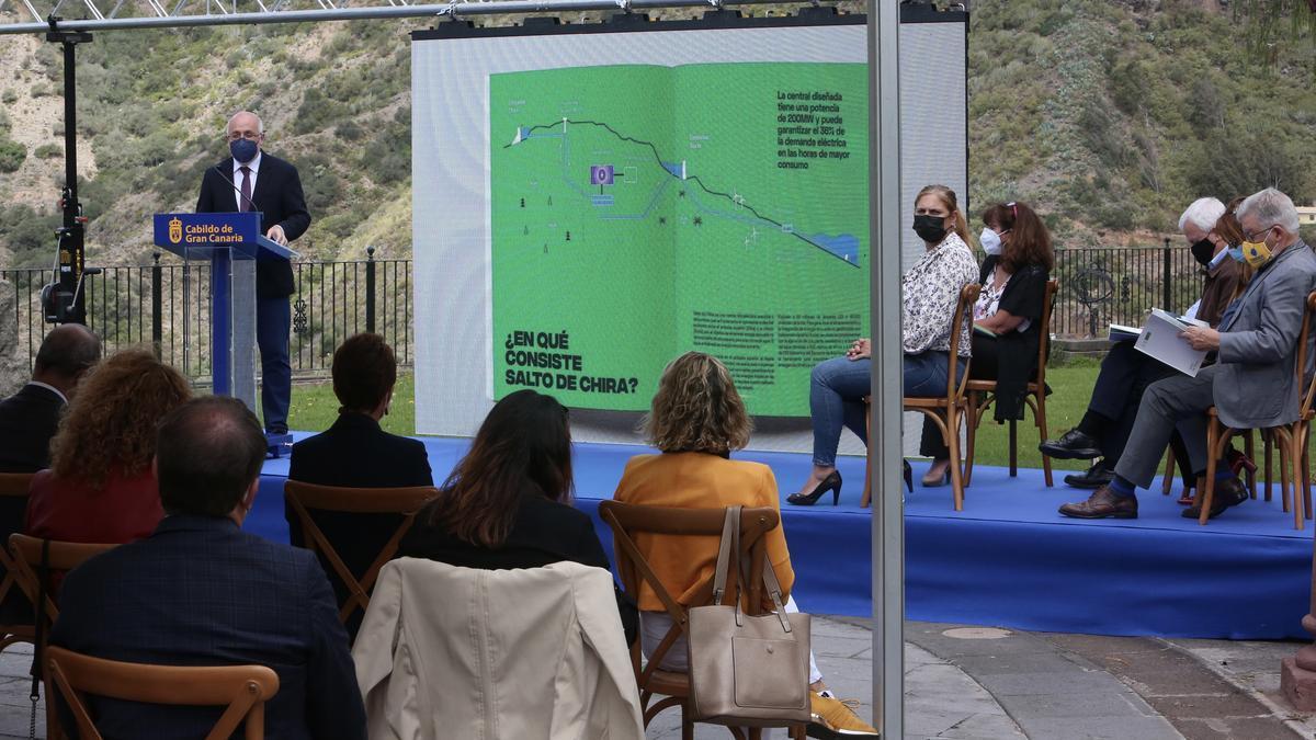 El presidente del Cabildo de Gran Canaria, Antonio Morales, durante la presentacion de 'Salto de Chira'