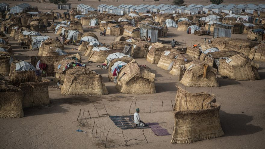 Campo de desplazados de Muna Garage a las afueras de Maiduguri. En este campo más de 30 mil personas buscaron refugio huyendo de la violencia de Boko Haram. Una invisible crisis humanitaria tiene como escenario la cuenca del lago Chad.