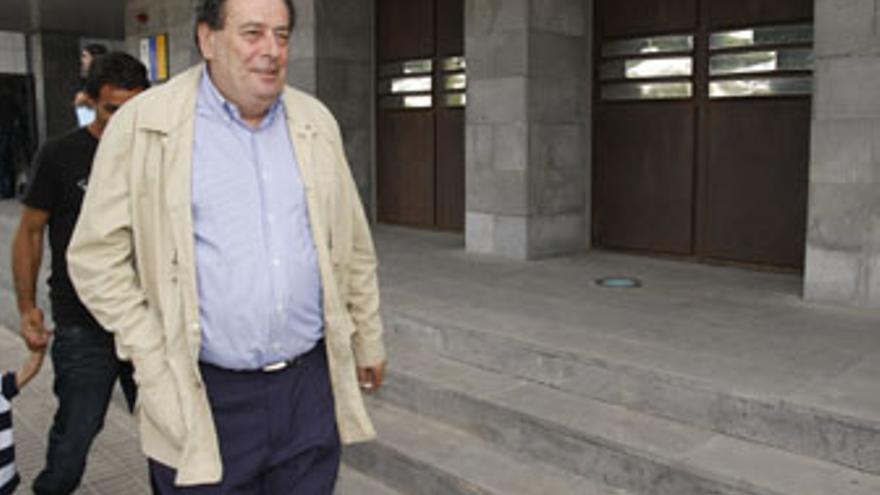 Enrique Pérez Parrilla, este miércoles a su llegada a los Juzgados de Arrecife. (ACFI PRESS)