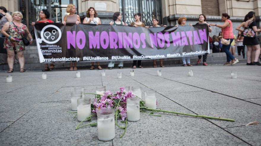 Imagen de archivo de una concentración contra la violencia machista en Zaragoza.