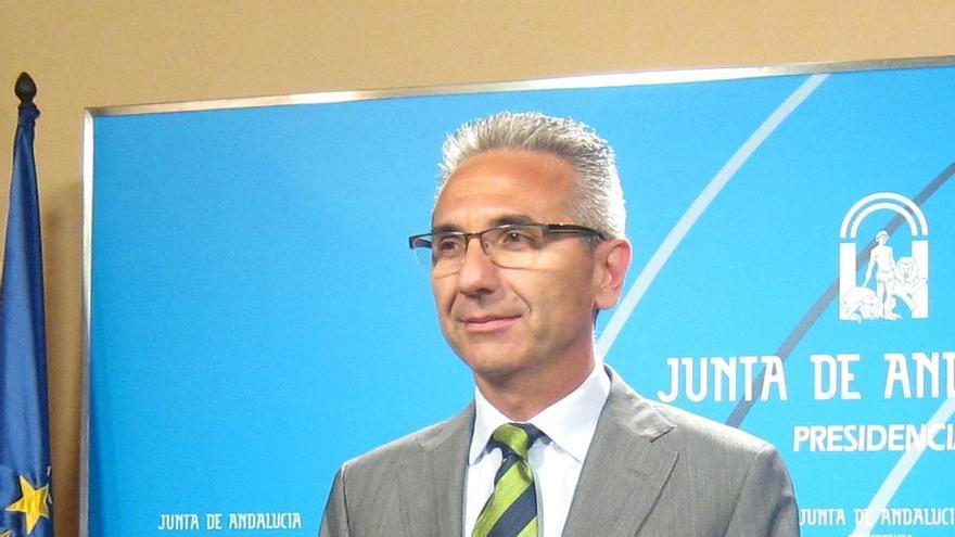 """La Junta ofrece a la UE """"todo el diálogo que quiera"""" sobre el decreto antidesahucios, que mantendrá el """"ritmo"""" previsto"""