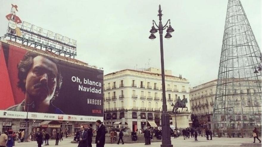 Colombia pide a Carmena que retire el cartel publicitario de la serie 'Narcos' de la Puerta de Sol de Madrid