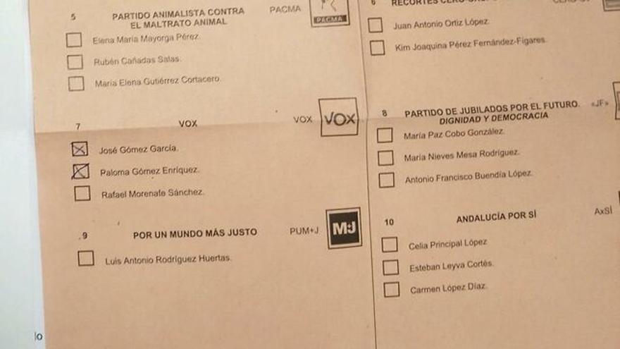 Papeleta que habría sido manipulada señalando a los candidatos de Vox