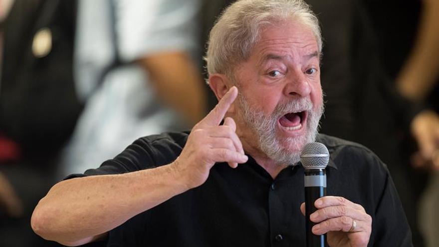 """Lula insta al PT a """"reaccionar"""" ante la """"criminalización"""" de esa formación"""