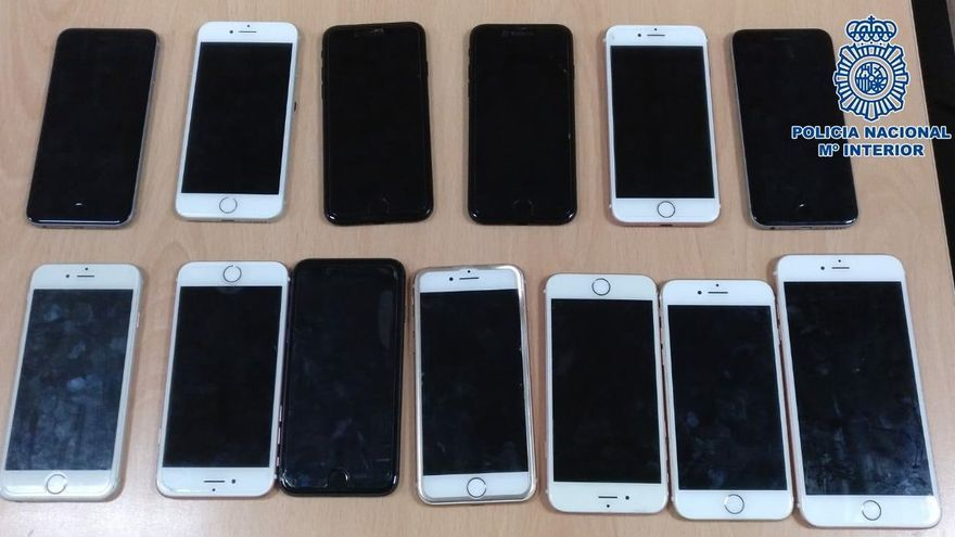 Imagen de los teléfonos robados por el detenido en Telde.