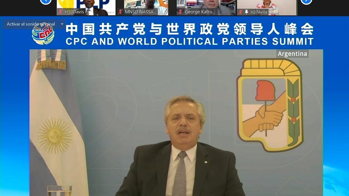 En su condición de titular del Partido Justicialista, Fernández brindó una exposición en la Cumbre Mundial de Partidos Políticos que organizó el PCCh.