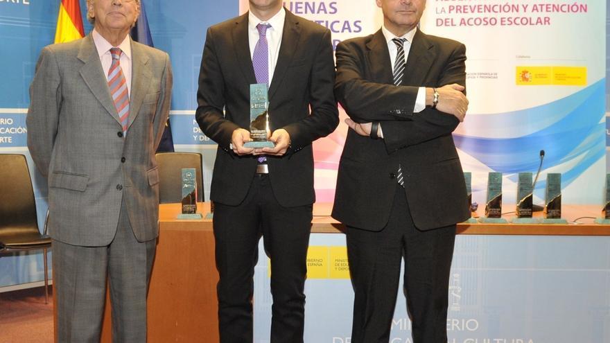 Leopoldo Díaz Oda, concejal de Educación y Cultura en Arona, con la distinción