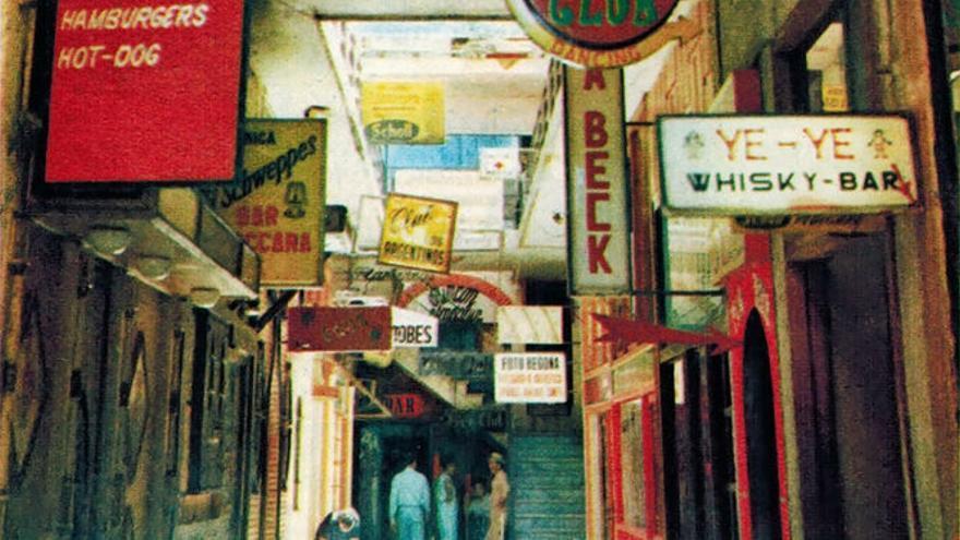 Postal antigua con los locales originales del Pasaje Begoña.