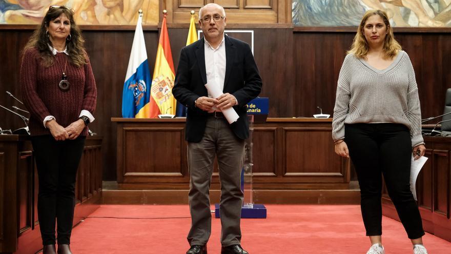 La consejera Conchi Monzón, el presidente del Cabildo, Antonio Morales y la consejera Isabel Mena.