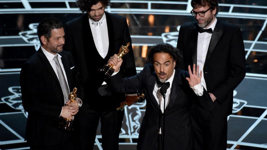 Iñárritu recoge el Oscar al mejor guión original \ John Shearer