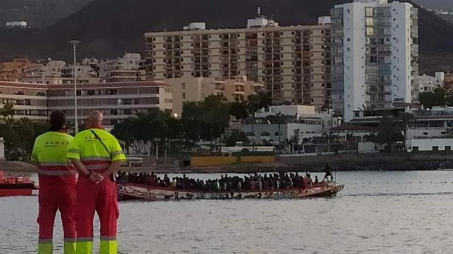 Un cayuco con 195 personas eleva a 258 los migrantes llegados este viernes a Canarias