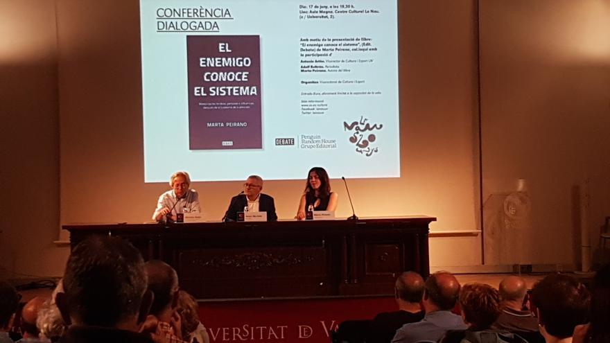 Presentación del libro de Marta Peirano en La Nau.