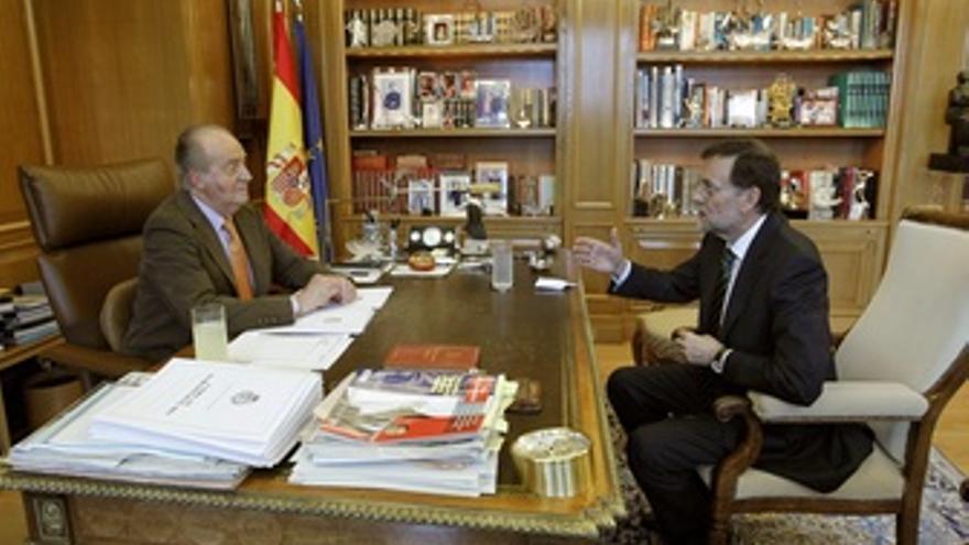 Don Juan Carlos Conversa Con Mariano Rajoy