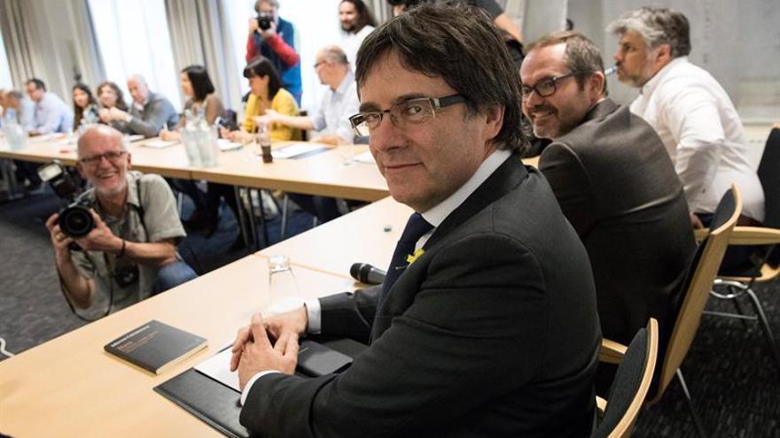 """Puigdemont felicita a Torra: """"Cultura y libertad, república y democracia"""""""