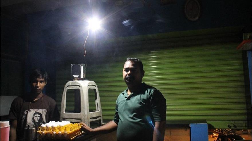 Los residuos electrónicos pueden ser utilizados para iluminar zonas oscurecidas por la escasez