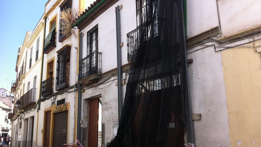 Fachada en estado de abandono, propiedad del alcalde de Córdoba