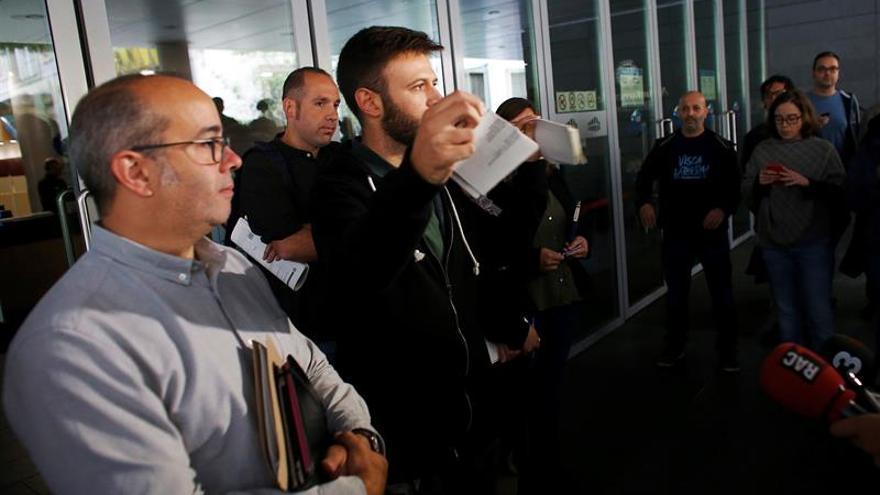 Concejales de Badalona acuden al juzgado arropados por vecinos y políticos