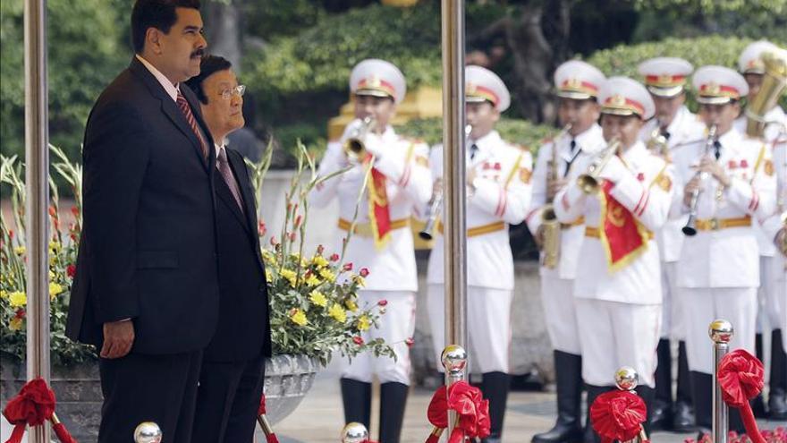 El presidente venezolano parte hacia China tras visitar Vietnam
