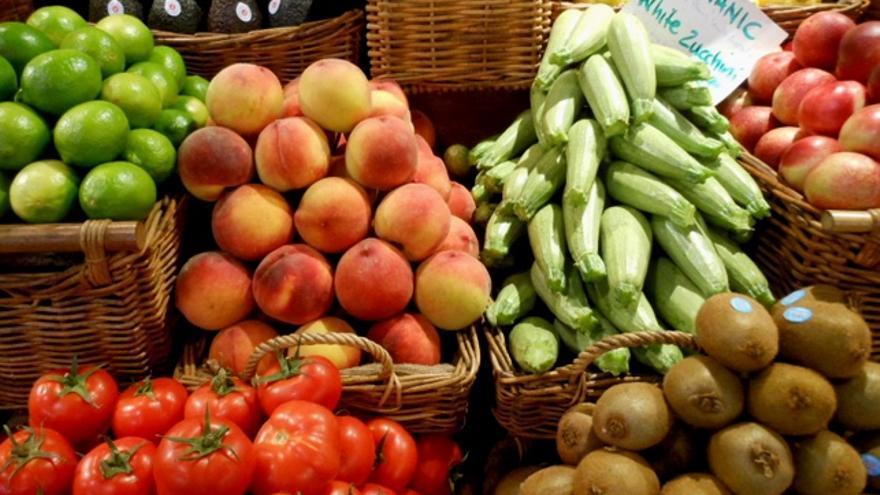 El Gobierno de Canarias paga 17,3 millones para el comercio local de flores y frutas
