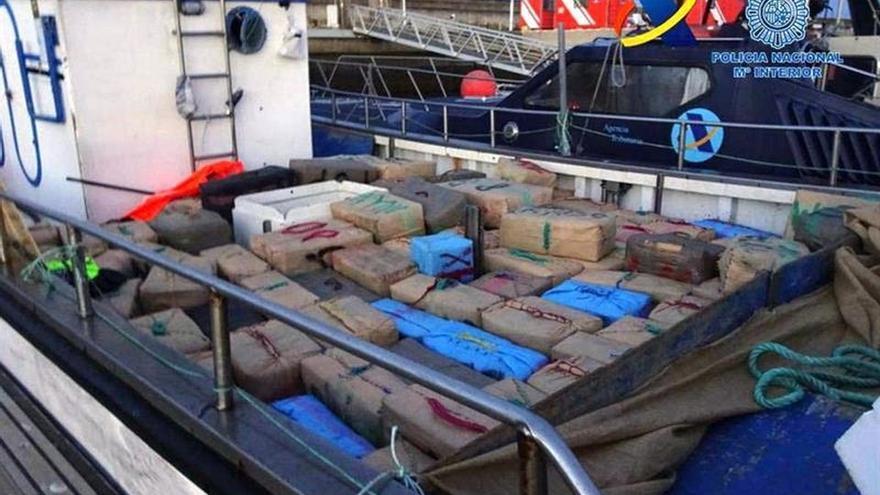 Incautadas más de tres toneladas de hachís en un operación en costa de Huelva