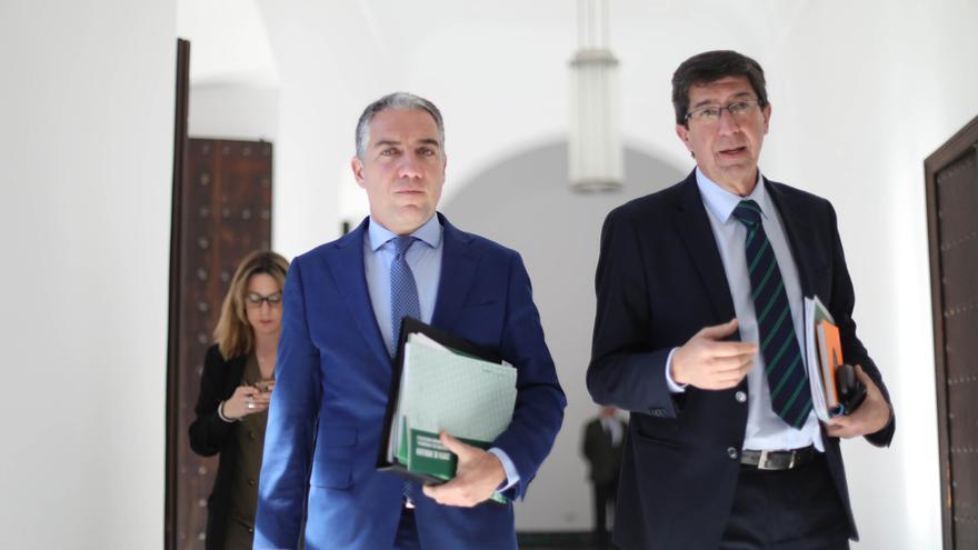 El consejero de la Presidencia y portavoz de la Junta, Elías Bendodo, junto al vicepresidente Juan Marín.