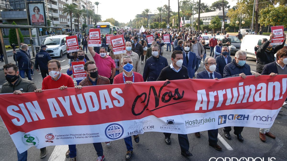 El sector de la hostelería se manifestó en Córdoba para pedir ayudas.