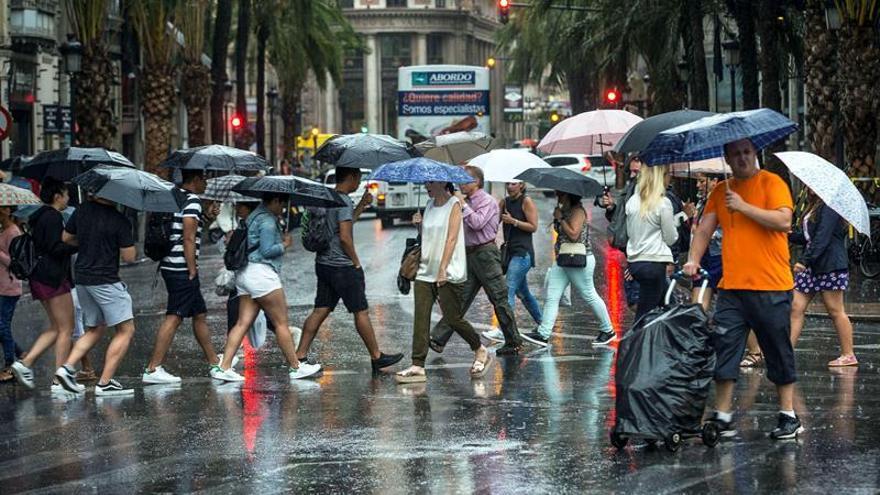 Alerta naranja en el noreste por lluvias y tormentas