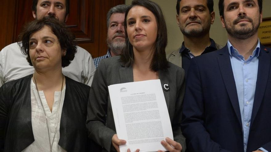 """Podemos niega que su moción de censura sea """"un teatro"""" contra el PSOE y pide a Susana Díaz que """"piense en España"""""""