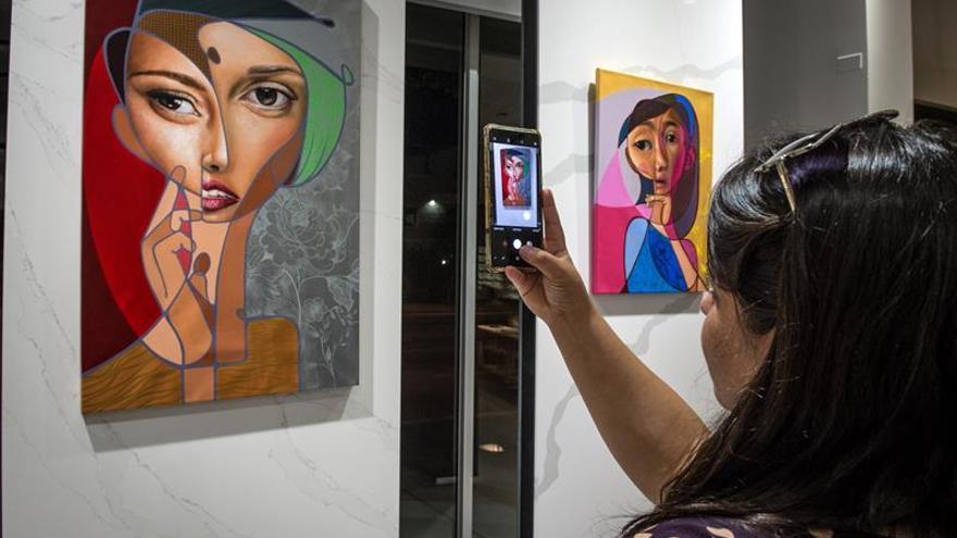 Españoles exponen sus visiones singulares de lo bello en la Semana del Arte de Miami