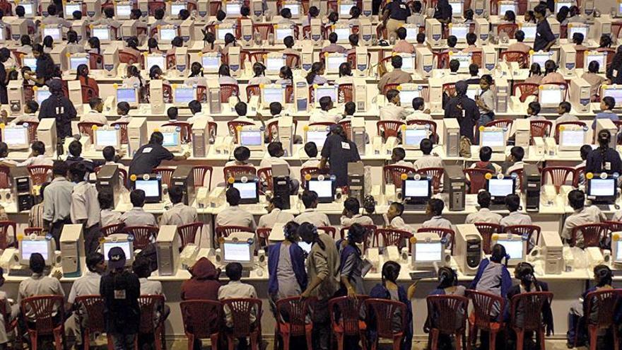 """EE.UU. cederá el control del """"listín telefónico"""" de internet"""