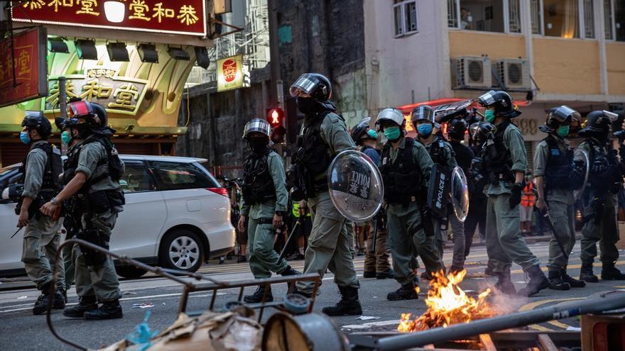 La nueva ley de seguridad para Hong Kong es necesaria y nadie debería imponer sanciones a China por ello, aseveran los expertos chinos, mientras que entre los hongkoneses abunda el miedo a que la legislación se convierta en un arma de persecución política.