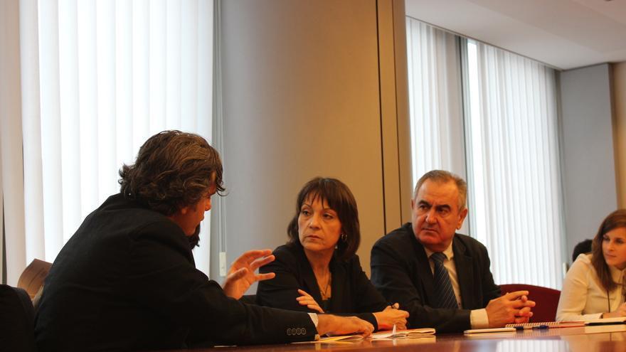 Miguel Ángel Martínez-Aroca habla con Sylvie Guillaume junto a Rafael González Tovar / PSS