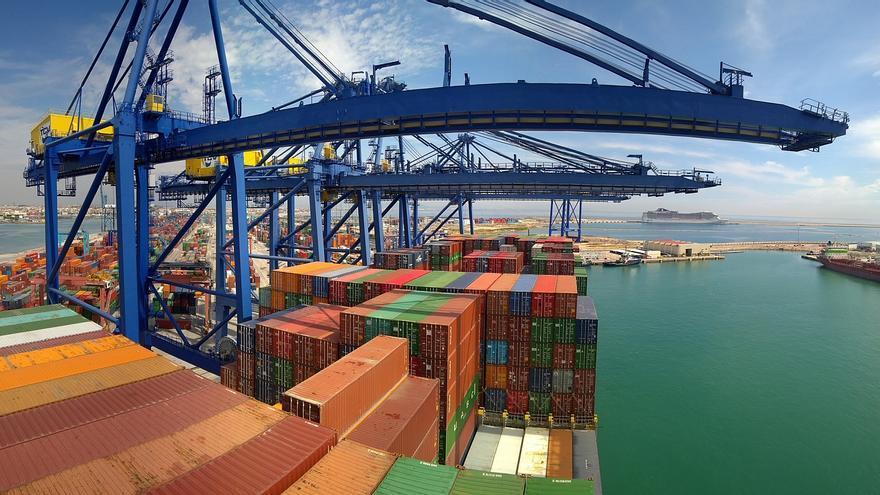 Contenedores almacenados en el puerto de Valencia.
