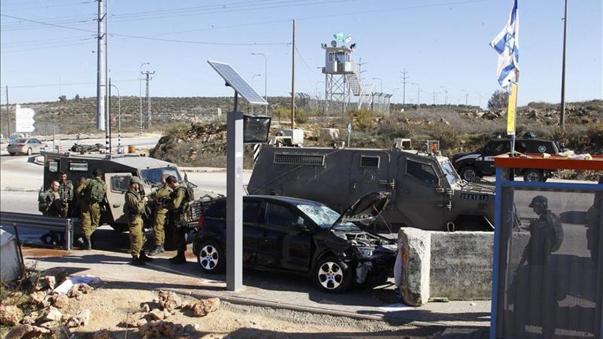Un palestino muerto tras atropellar y herir a dos soldados israelíes