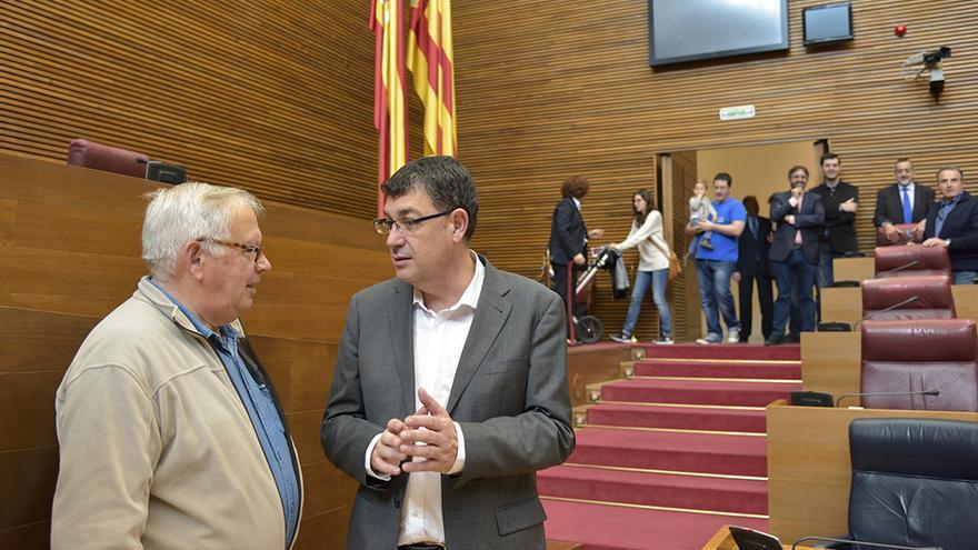El presidente de las Corts, Enric Morera, ejerce de 'guía' en la jornada de puertas abiertas del parlamento valenciano