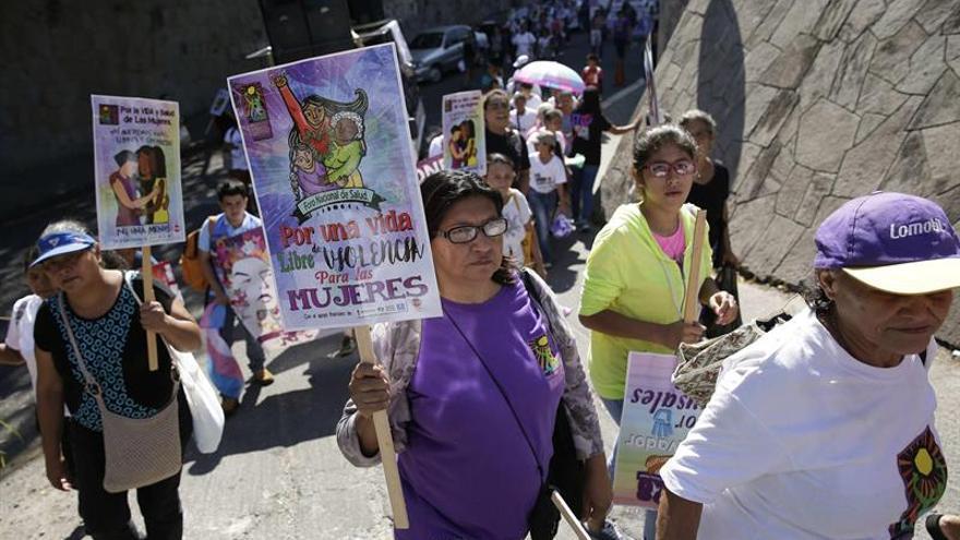 Rechazar el aborto es violencia contra la mujer, dice una activista salvadoreña