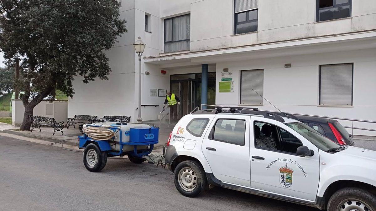 Labores de desinfección en Villaharta, en una imagen de archivo.