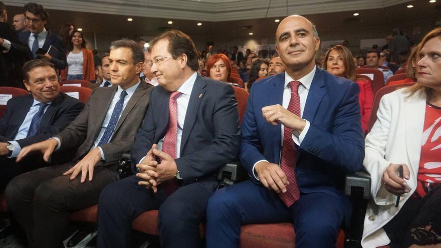 Luis Planas, Fernández Vara, Pedro Sánchez y el alcalde, José Contreras, durante la inauguración