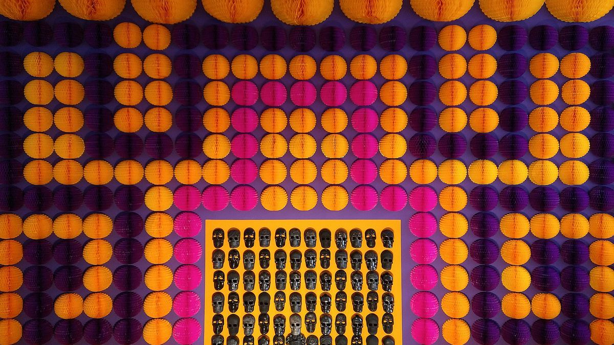 Parte frontal del altar de muertos en Casa de México durante 2021