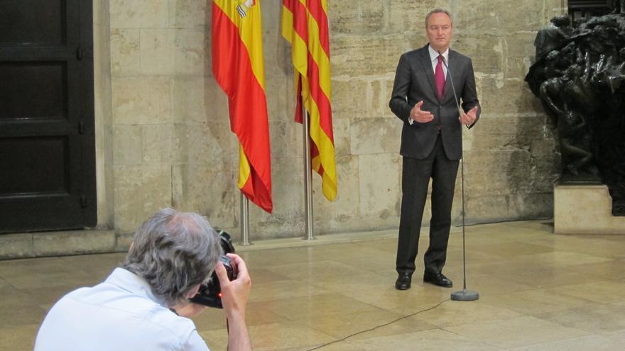 Fabra dice que un cargo público debe ser ejemplo e insta a la alcaldesa de Alicante a valorar su situación como imputada