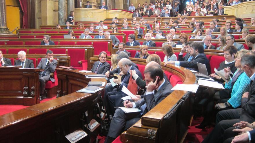 Cataluña mantiene intacta su hoja de ruta pese a suspenderse la declaración de soberanía