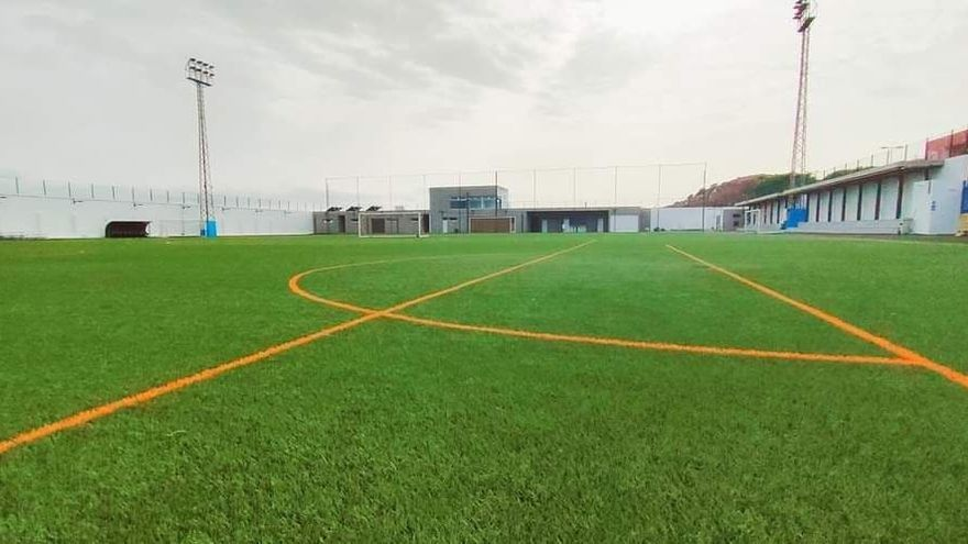 Un partido de fútbol de juveniles en Tenerife acaba con invasión de campo y un jugador agredido hasta quedar inconsciente