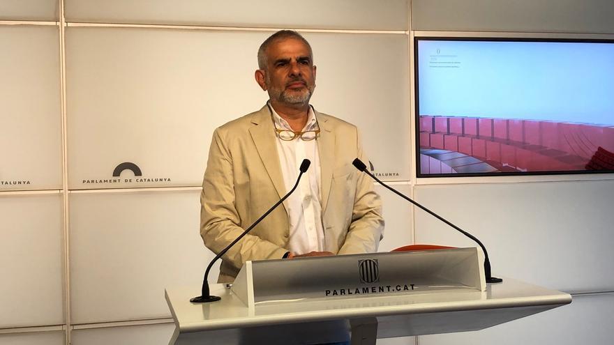 El líder de Cs en Catalunya, Carlos Carrizosa, en rueda de prensa en el Parlament a 13 de julio de 2021.
