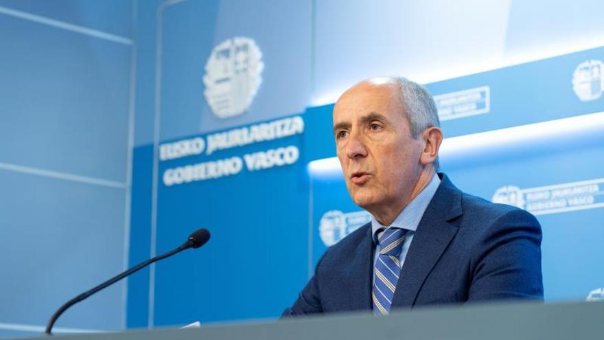 El portavoz del Gobierno Vasco, Josu Erkoreka, este martes en la rueda de prensa posterior al Consejo del Gobierno Vasco.
