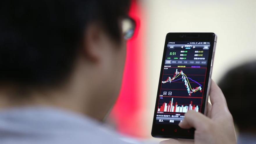 Hong Kong pierde el 0,21 por ciento a media sesión