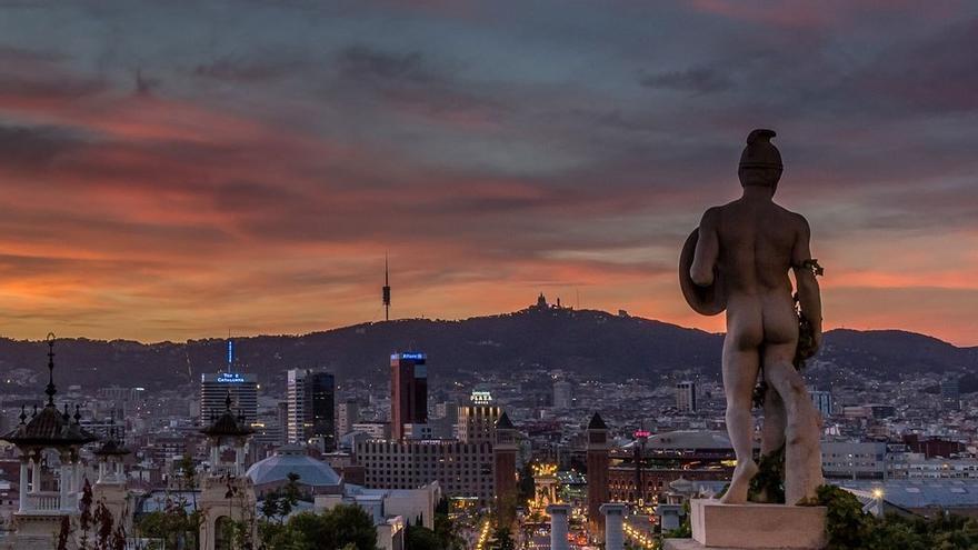 Ocaso en la ciudad de Barcelona. (DP)